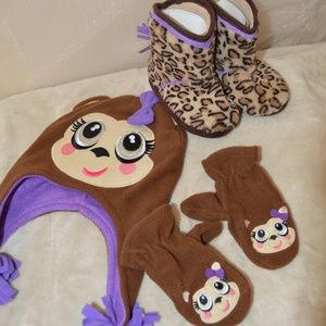 Other - 🙈🙉🙊Winter hat, slippers boots with mittens